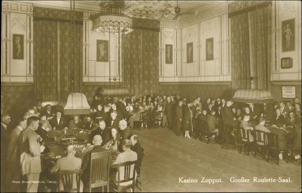 Sala Obrazów (też niekiedy: Portretów) ze stołami do gry w ruletkę, przełom lat 20. i 30. XX wieku. Być może właśnie tutaj przegrał pieniądze kupiec, który próbował później targnąć się na swoje życie.