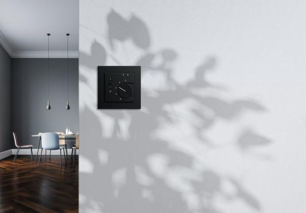 Zainstalowane w pomieszczeniach czujniki mogą dopasować natężenie światła, temperaturę oraz inne parametry.