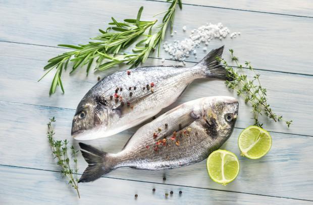 Ryby w diecie śródziemnomorskiej powinny pojawiać się co najmniej dwa razy w tygodniu.