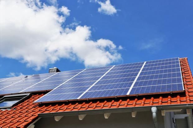 Rozwiązaniem sprzyjającym środowisku jest także fotowoltaika, dzięki której możemy wykorzystać energię słoneczną do codziennych potrzeb.