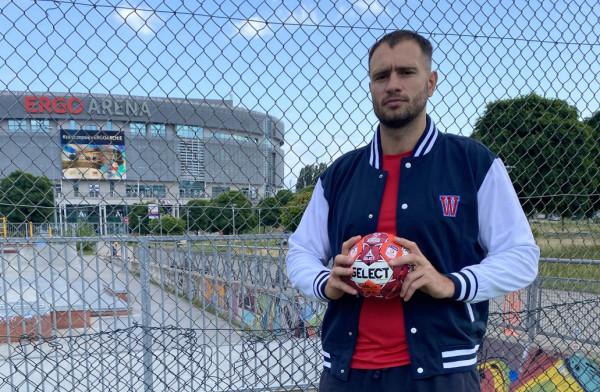 Dmytro Doroszczuk ma na koncie występy w Lidze Mistrzów i Lidze Europejskiej. Doświadczony Urkainiec związał się z Wybrzeżem na 2 lata.