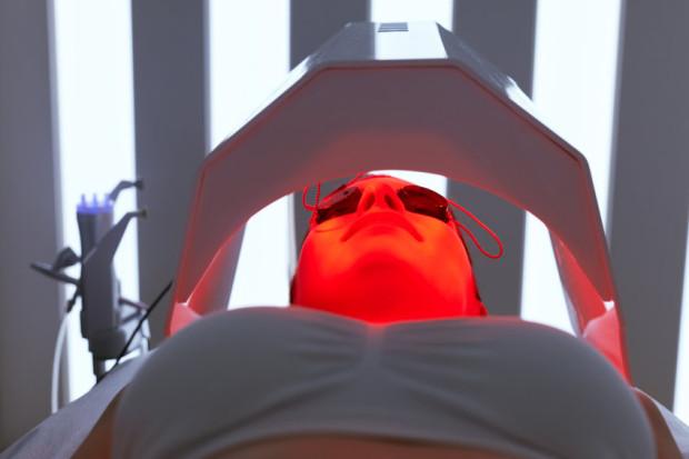 W zależności od potrzeb możemy skorzystać ze światłoterapii w kolorach: czerwonym, zielonym, żółtym, niebieskim oraz fioletowym. Każda z barw charakteryzuje się innymi właściwościami dla organizmu.