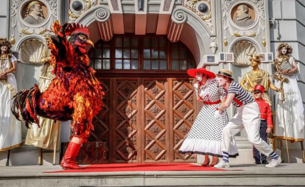 Jarmarkowi towarzyszy mnóstwo wydarzeń artystycznych: spektakle, pokazy, występy, kino, koncerty i wiele innych.