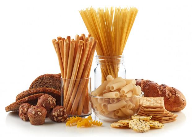 Gluten to składnik wielu popularnych zbóż. Dla większości zdrowych osób nie jest szkodliwy, jednak jest pewna grupa, która powinna wykluczyć ten składnik ze swojej diety, bo gluten może im szkodzić.