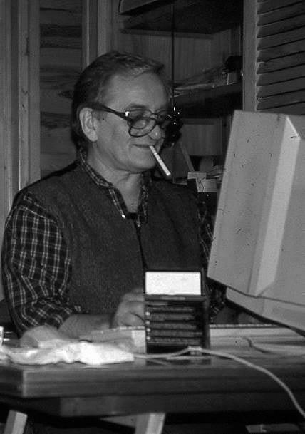 Kazimierz Sobczak w swoim mieszkaniu.
