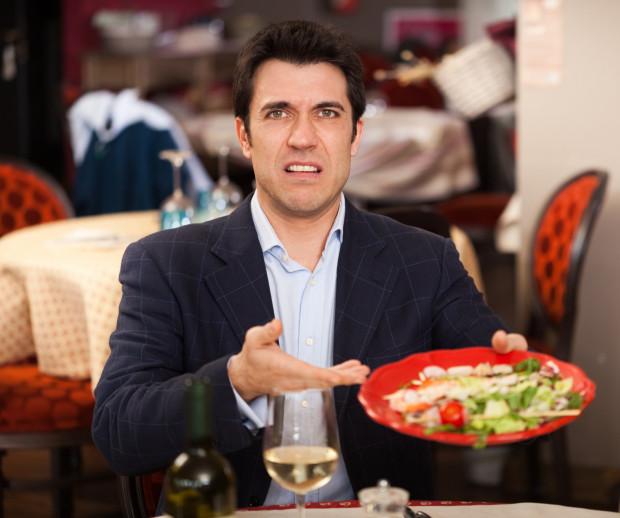 Restauratorzy zapewniają, że nie odbierają wychodzenia z restauracji przed złożeniem zamówienia jako coś nietaktownego. Chcieliby tylko znać przyczynę takiej decyzji, żeby móc w przyszłości poprawić to, co możliwe, i nie tracić gości.