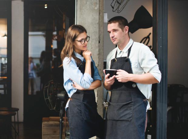 Nasi rozmówcy przyznali, że do wyjścia z restauracji przed złożeniem zamówienia często skłania ich opieszałość i opryskliwość obsługi.