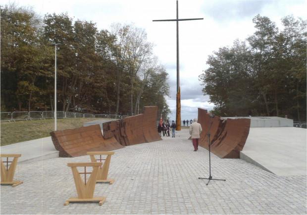 Całość ma zwieńczyć wysoki na 16 metrów krzyż.