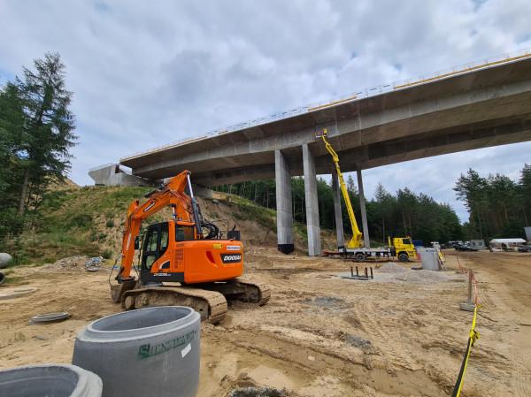 Najbardziej widowiskowy obiekt na budowie 42-kilometrowej trasy to estakada o wysokości 31 m i długości 200 m.
