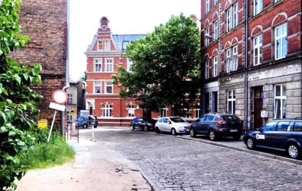 Pomnik-ławeczka może stanąć w tym miejscu. Jest zgoda władz Gdańska na lokalizację przy ul. Biskupiej 33.