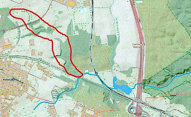 Z zaznaczonego na czerwono obszaru w okresach bezdeszczowych płyną największe ilości wody do Strzyży.