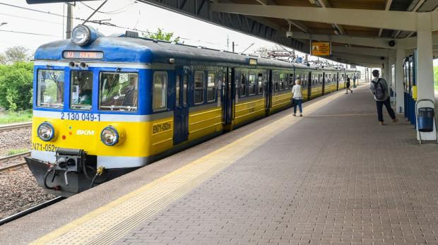 Pociąg EN71-052 we wcześniejszych kolorach.