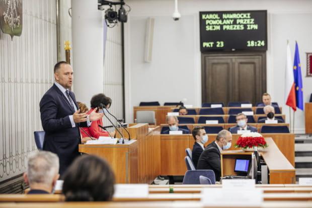 W czwartek Karol Nawrocki odpowiadał na pytania senatorów. W piątek podjęto decyzję, że zostanie prezesem IPN. W sobotę powołano nowego dyrektora Muzeum II WŚ.