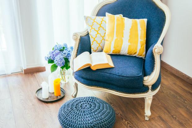 Im bardziej skomplikowany mebel, tym stolarz i tapicer muszą poświęcić więcej pracy i czasu. Każdy z elementów nietypowych mebli jest wykonywany na indywidualne zamówienie.