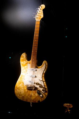 Pierwsza na świecie bursztynowa gitara elektryczna.