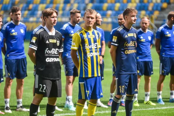 Arka Gdynia - stroje na sezon 2021/22.