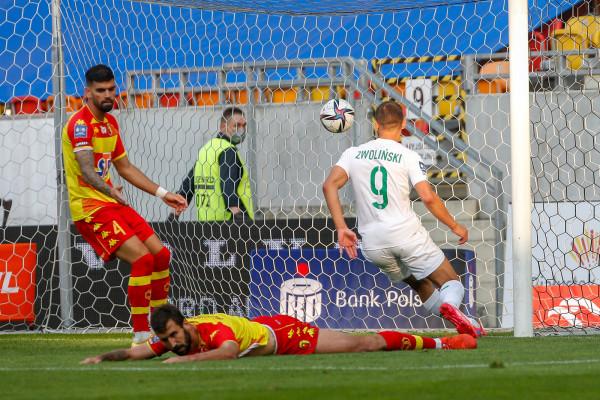 Tak Łukasz Zwoliński strzelił gola dla Lechii Gdańsk w meczu z Jagiellonią w Białymstoku. Niestety, prowadzeniem biało-zieloni cieszyli się tylko przez 3 minuty.