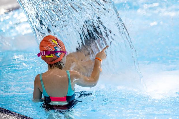 Większość trójmiejskich pływalni w okresie letnim działa w trybie aquaparkowym.
