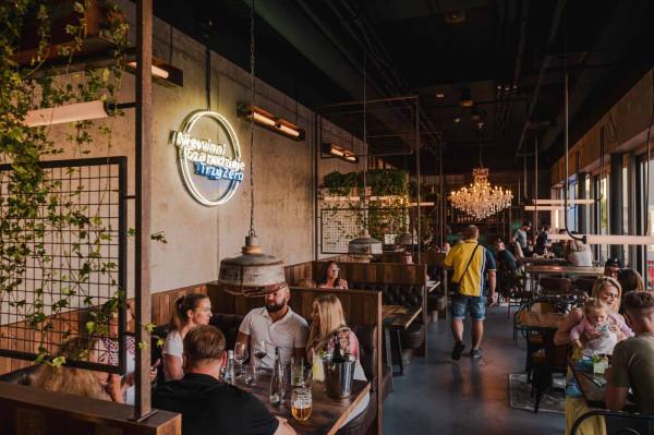 Niewinni Czarodzieje TrzyZero - restauracja mieści się w budynku Gdyńskiego Centrum Filmowego