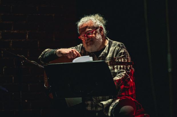 Marwan Abado grający na ud (potocznie lutnia perska) okazał się też znakomitym wokalistą. Publiczność nagrodziła jego brawurową interpretację jednej z piosenek gromkimi brawami i okrzykami zachwytu.