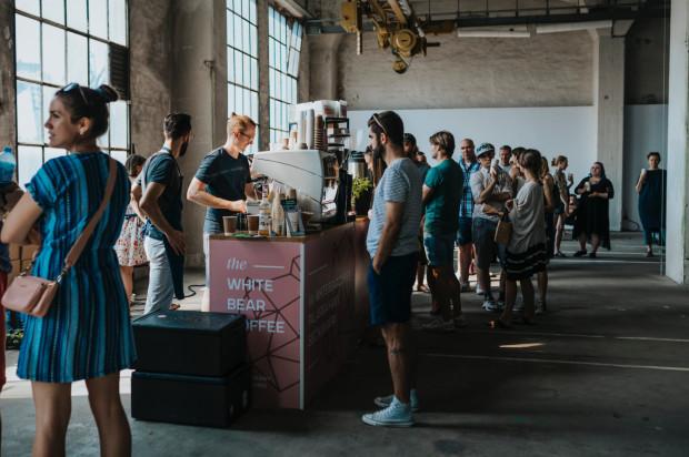 Odwiedzając Festiwal Kawy można posmakować różnych rodzajów kaw, parzonych różnymi metodami, a następnie zdecydować, którą kupić.