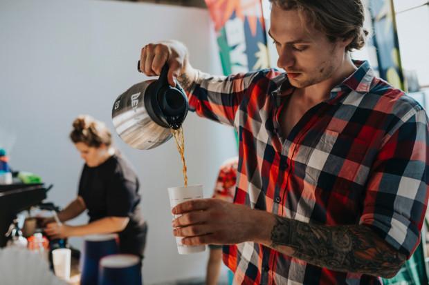 Na 12 stoiskach zaprezentowano to, co w sposób bezpośredni bądź pośredni ma związek z kawą - od samych ziaren i przygotowywanych z nich napojów, poprzez nowoczesne ekspresy i akcesoria do alternatywnego parzenia, po słodkie wypieki.
