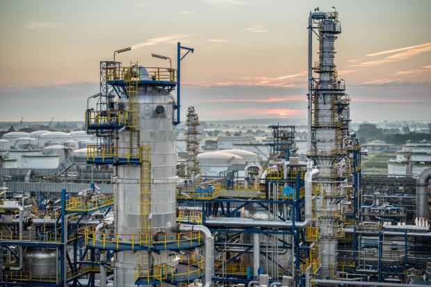 Czy rosyjski zakaz eksportu benzyny wpłynie na polski rynek? Przedstawiciele Grupy Lotos twierdzą, że są przygotowani na wahania rynku.
