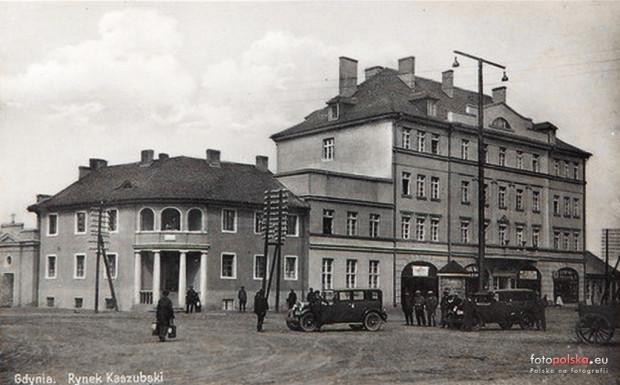 Plac Kaszubski w Gdyni ze szpitalem św. Wincentego a Paulo na zdjęciu z początku lat 30. XX wieku.