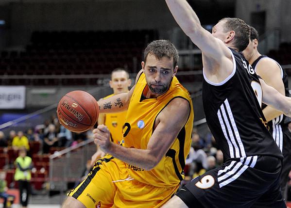 Trefl Sopot po raz ostatni w europejskich pucharach grał w sezonie 2012/13. Spotkania EuroCup doskonale pamięta Marcin Stefański, obecnie trener, a wówczas koszykarz żółto-czarnych. Kadr pochodzi z meczu z BD Donieck (76:67).