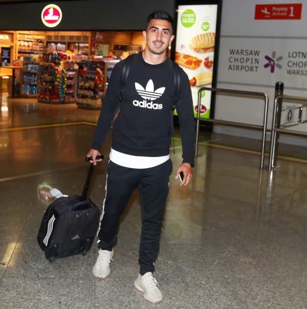 Antonio Segura Gonzalez wiosną 2020 roku był piłkarzem rezerw Legii Warszawa, a ostatnio w Hiszpanii grał na czwartym poziomie ligowym. Teraz podpisał 2-letni kontrakt w Arce Gdynia, ale najbliższy sezon spędzi na wypożyczeniu w Kaliszu.