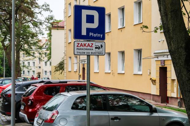 Ulica Necla została wyremontowana kosztem 2 mln zł. Zwiększyła się liczba miejsc parkingowych kosztem zieleni. Mieszkańcy twierdzą, że wcale tego nie chcieli.