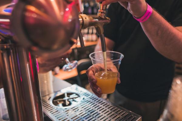 Dobra wiadomość dla wszystkich miłośników piwa rzemieślniczego. Nadchodzą dwie imprezy browarnicze: Craft Beer Fiesta i dobrze znana trójmieszczanom Hevelka.