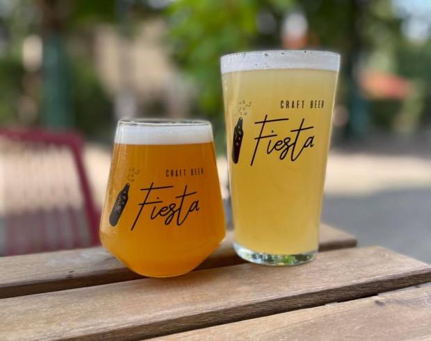 Na terenie festiwalu będzie można nabyć fiestowe szklanki. Tym razem postawiono na dwa wzory - klasyczny shaker oraz degustacyjne szkło Harmony.