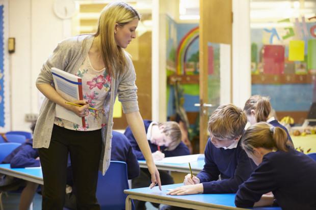Rodzice coraz częściej decydują się na inwestycję w prywatną placówkę, te kuszą bogatą ofertą zajęć pozalekcyjnych, małymi klasami i indywidualną pracą z uczniem.