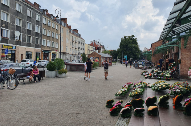 Betonowy plac przy kręgielni U7 na wys. ul. Lawendowej.