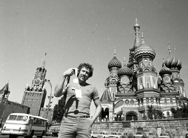 W swoim dokumentalnym filmie Ksawery Szczepanik przede wszystkim skupia się na drodze Kozakiewicza do złotego medalu podczas Igrzysk Olimpijskich w Moskwie. Dokumentalista pokazuje też, jaką cenę za sukces musiał zapłacić bohater filmu i jak gorzki epilog miała kariera jednego z najlepszych polskich lekkoatletów.