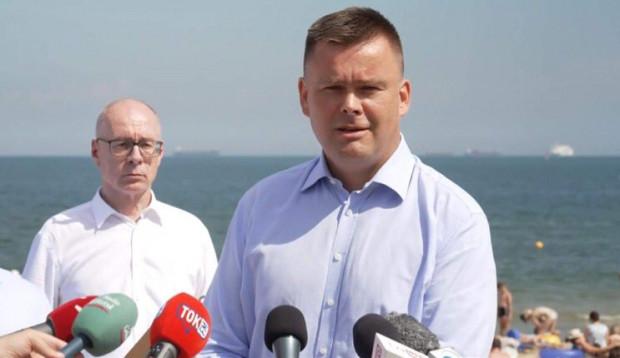 Szymon Gajda, prezes WFOŚiGW w Gdańsku: - Problem ze śmieceniem na plażach w ostatnim czasie narasta.
