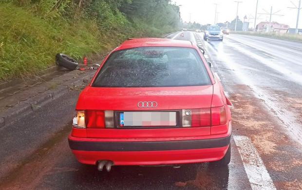 Na szczęście pijany kierowca nie zrobił większych szkód poza uszkodzeniem własnego auta.