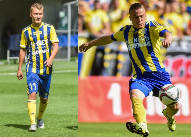 """Arka Gdynia wróciła do """"pasiaków"""". Z lewej koszulka na sezon 2021/22, z prawej strój, w którym żółto-niebiescy w 2016 roku zdobyli awans do ekstraklasy."""