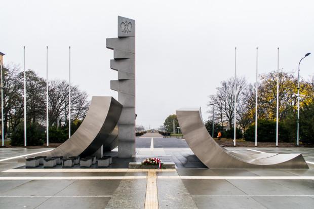 Gdynianie są wobec pomnika Polski Morskiej bardzo krytyczni, nazywając go skateparkiem.