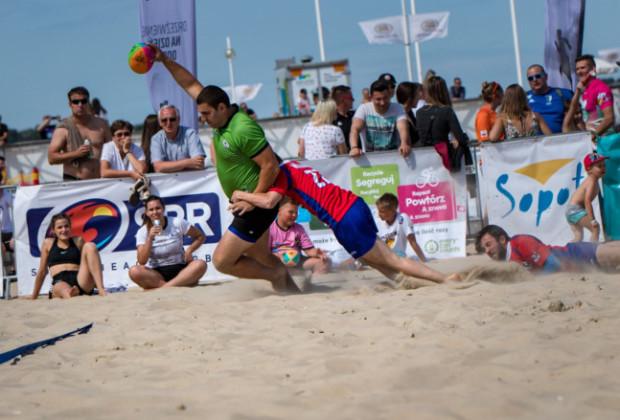 Plażowy turniej rugby to jedna z licznych sportowych atrakcji w Trójmieście na najbliższy weekend.
