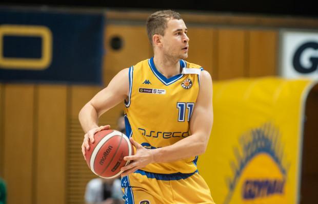 Asseco Arka Gdynia przegrała pierwszy mecz sparingowy. Na zdjęciu Bartłomiej Wołoszyn, zdobywca 13 pkt.