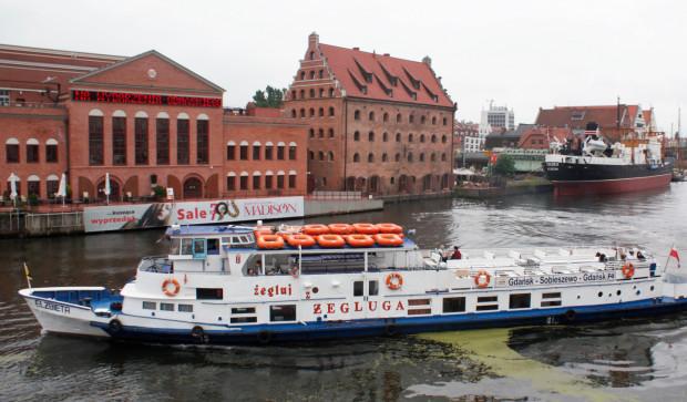 Rejsy do Sobieszewa odbywają się na statku Elżbieta.