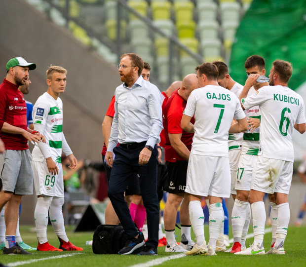 Trenerzy Lechii Gdańsk opracowali sposób rozegrania rzutu wolnego, który przyczynił się do pokonania Wisły Płock, a wcześniej litewskiego FK Panevezys.