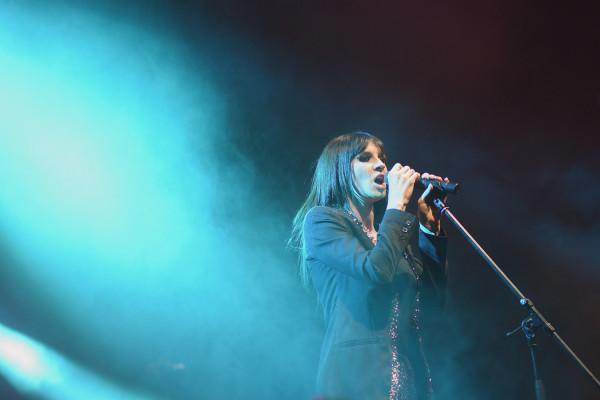 Sylwia Grzeszczak znana jest z niezwykłego głosu oraz umiejętności gry na pianinie, których połączenie z wielką gracją i niebywałą łatwością przekuwa w kolejne hity. Okazja, aby usłyszeć artystkę na żywo już 6 sierpnia w Operze Leśnej.