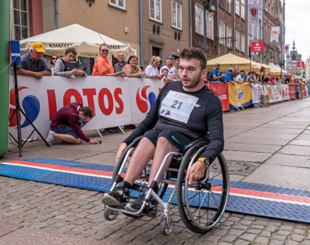 Łukasz Rękawiecki po raz czwarty wygrał rywalizację mężczyzn w Biegu św. Dominika na wózkach tradycyjnych.