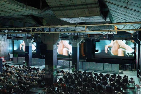 """Centrum festiwalowych wydarzeń ponownie był klub B90, gdzie zorganizowano specjalne pokazy, m.in. filmu """"Nagi instynkt""""."""
