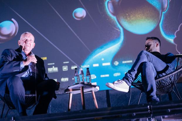 """O kulisach """"997"""" opowiadał w Gdańsku twórca magazynu, Michał Fajbusiewicz, który z publicznością Octopusa spotkał się dwukrotnie."""