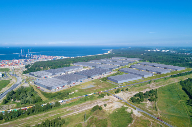 W sąsiedztwie terminala kontenerowego DCT Gdańsk powstanie dodatkowe 38 920 mkw. powierzchni magazynowo-produkcyjnej. Budowa nowego obiektu rozpocznie się jesienią br. i zakończy latem 2022 roku.