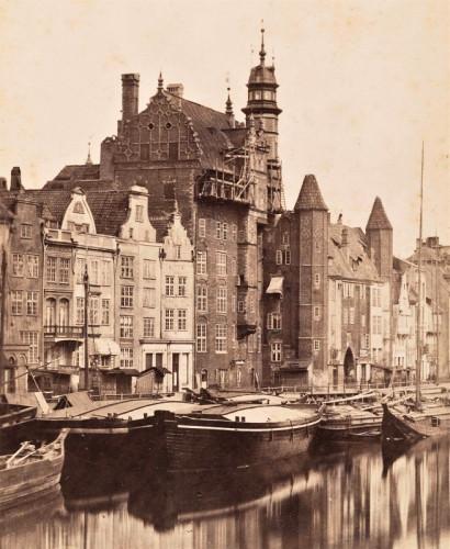 Dom Przyrodników na zdjęciu z 1863 r. Wieża była wówczas zwieńczona manierystycznym hełmem.